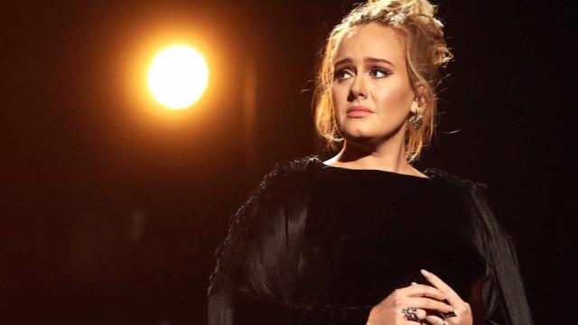 Pai de Adele faz queixa à polícia porque vizinha só ouve músicas da filha