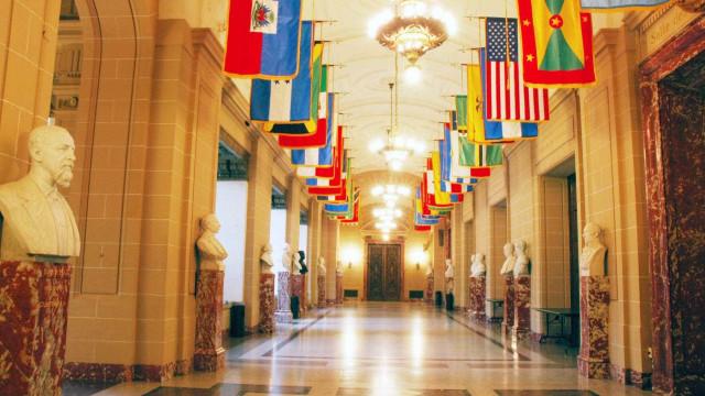 Após impasse, OEA se reúne e  pede 'ordem' na Venezuela