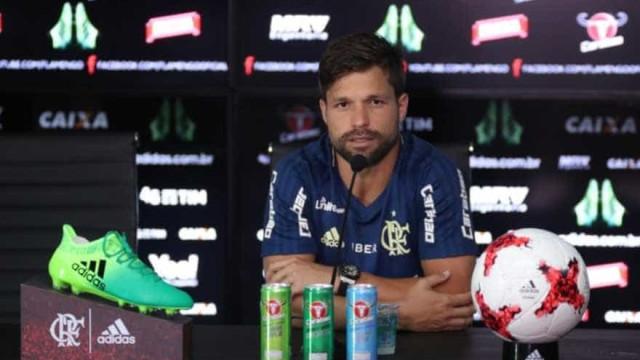 Diego sente dores musculares e desfalca o Flamengo em jogo decisivo com o Inter