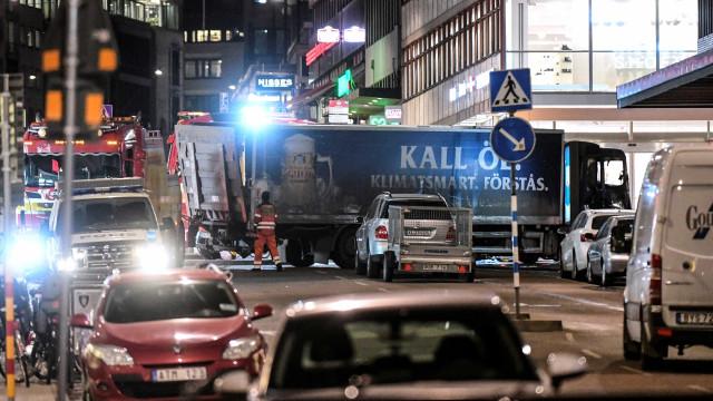 Detido por atentado em Estocolmo reconhece autoria do ataque