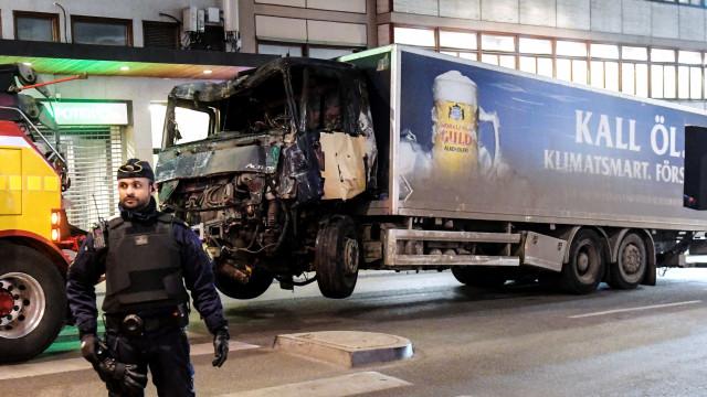 Estocolmo: polícia encontra explosivos em caminhão