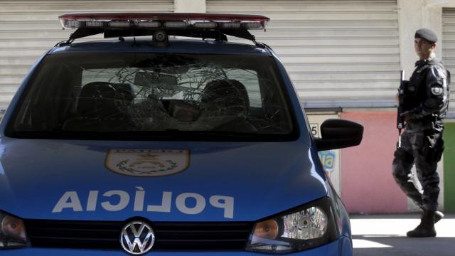 Policial militar reage a assalto e é baleado três vezes no Rio