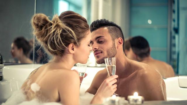 8 maneiras de apimentar o sexo em relações longas