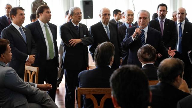 Grupo pressiona por vetos de Bolsonaro a projeto dos partidos