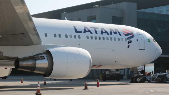 Avião da Latam tem nariz e para-brisa destruídos por granizo em voo
