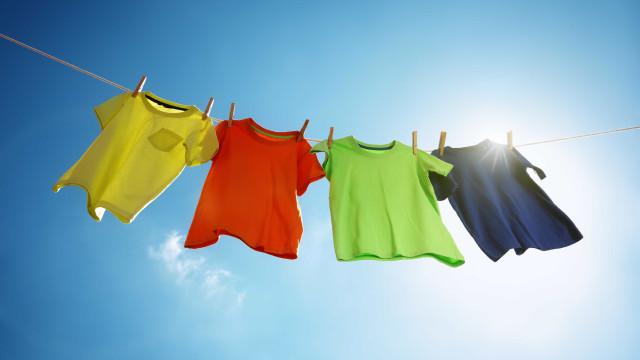 Como tirar mancha de mofo das roupas brancas e coloridas