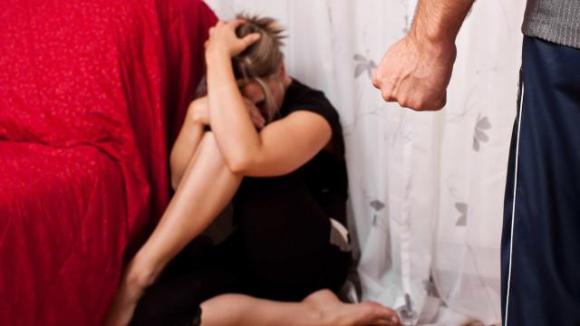 Três em cada dez mulheres que morrem por violência já foram agredidas