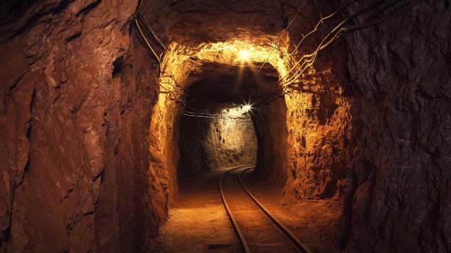 Mineiros que ficaram presos em mina na Rússia são encontrados mortos