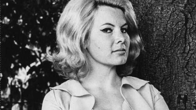 Morre, aos 75 anos de idade, a 'Bond Girl' Molly Peters