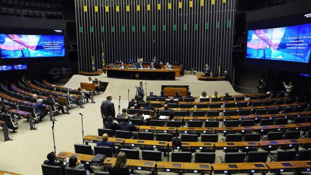 Com votações na Câmara, votação de PEC que barra aborto é adiada