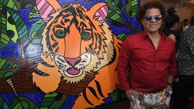 Romero Britto diz que foi vítima de violência e Bial rebate artista