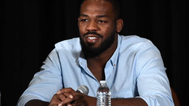 """Após mudança do UFC, Jon Jones diz que está """"limpo"""" e bate boca na Web"""