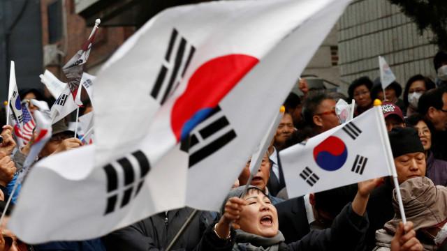 Coreia do Sul decide evitar condicionalmente fim do pacto com Japão