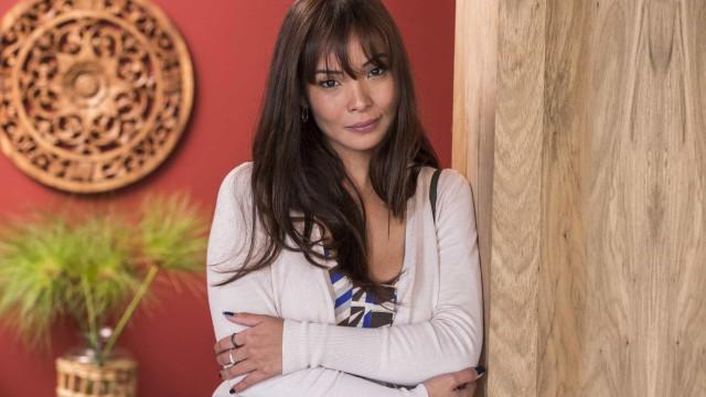 Carol Nakamura busca casa para morar com o namorado no Rio