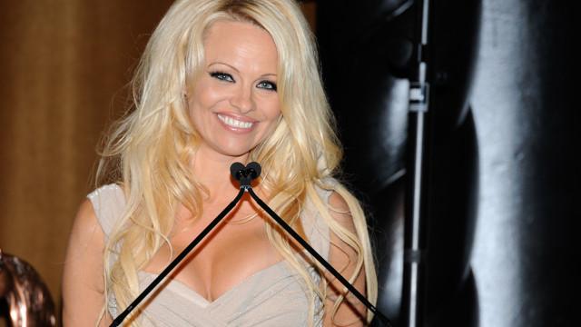 Pamela Anderson se separa de marido após 12 dias de casamento