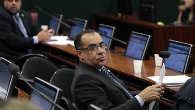 Deputados condenados vão representar Congresso durante recesso