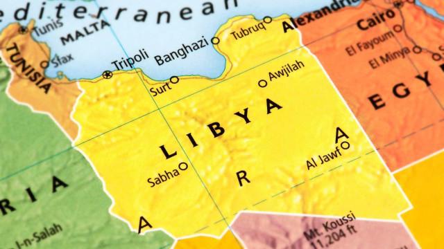 Mais de 100 corpos são achados em vala comum no Estado Islâmico