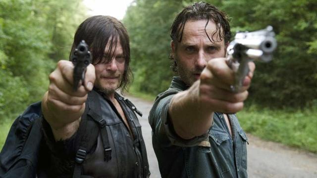 Produção de 'The Walking Dead' pede que fãs homofóbicos deixem de seguir a série