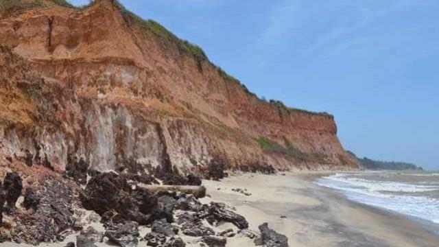 Três pessoas morrem após desmoronamento de falésia na praia da Pipa, no RN