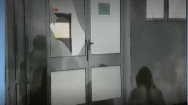 Pai é detido após quebrar vidro de hospital para salvar vida do filho