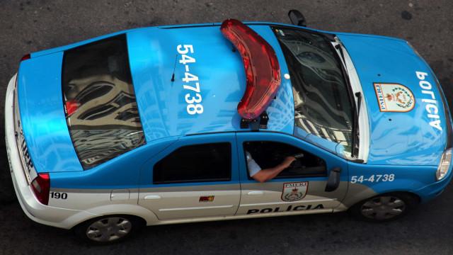 Policial federal nega dar celular a bandidos e é morto a tiros no Rio