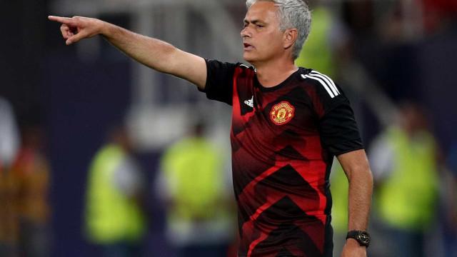 Mourinho confirma interesse em  manter Ibrahimovic no Manchester United