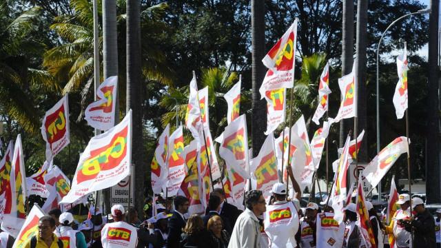UGT diz que vai à Justiça contra MP 873