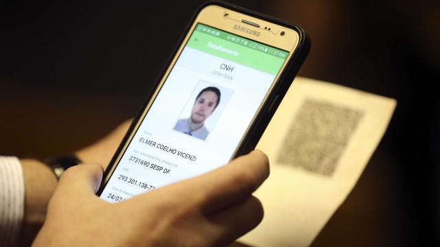 Viajante pode usar documento digital para voo no Brasil