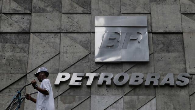 Petrobras anuncia suspensão de vendas em fertilizantes e transportadora