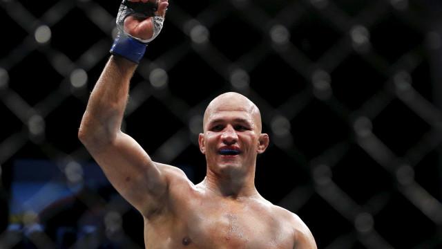 Cigano é notificado sobre violação antidoping e deixa o UFC 215