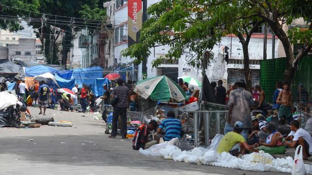 Polícia faz operação para prender traficantes na cracolândia, em SP