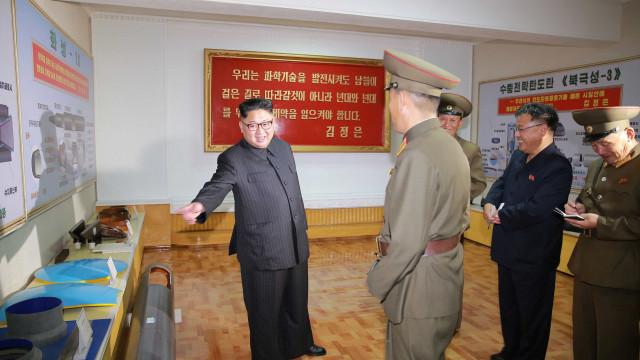 Kim Jong-un mostra 'acidentalmente' seus mísseis a todo o mundo