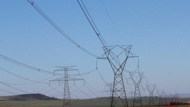 Senado aprova projeto que reduz tarifa de luz por cinco anos