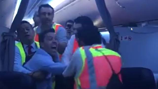 Passageiro furioso provoca pouso forçado no México