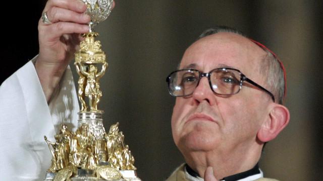 Em novo livro, papa revela que fez análise por 6 meses nos anos 1970