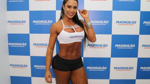 Gracyanne Barbosa faz clique sensual e filosofa: 'Vá a luta!'; veja