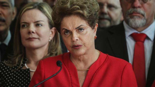 Juiz determina que PF investigue e-mails de Dilma a marqueteiros