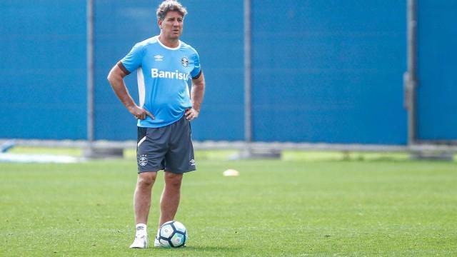 Luan deixa treino mais cedo e vira dúvida para decisão na Libertadores