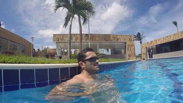 Acusado de matar ex, PM que deveria estar preso é flagrado em piscina