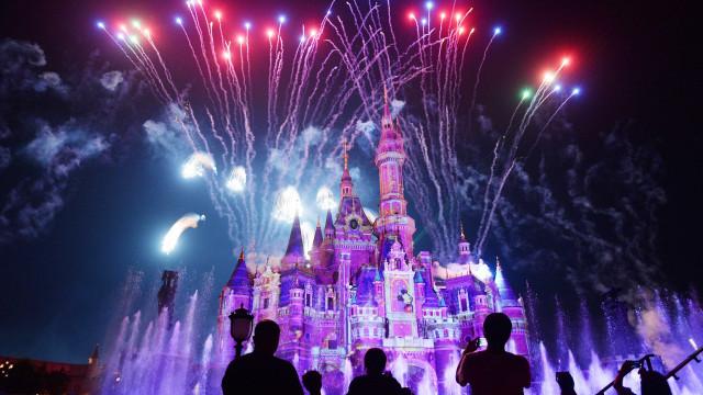 Disney anuncia datas em que Magic Kingdom funcionará até as 23h