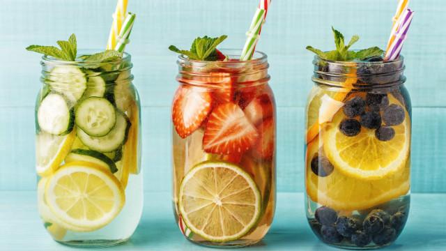 Prepare este delicioso suco detox para beber durante o dia