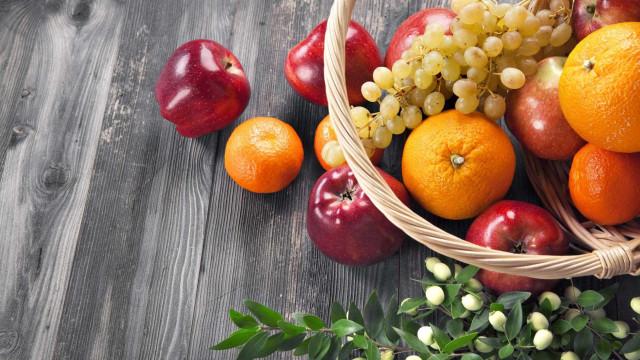 A super dica para espantar as moscas das frutas. Só precisa de...