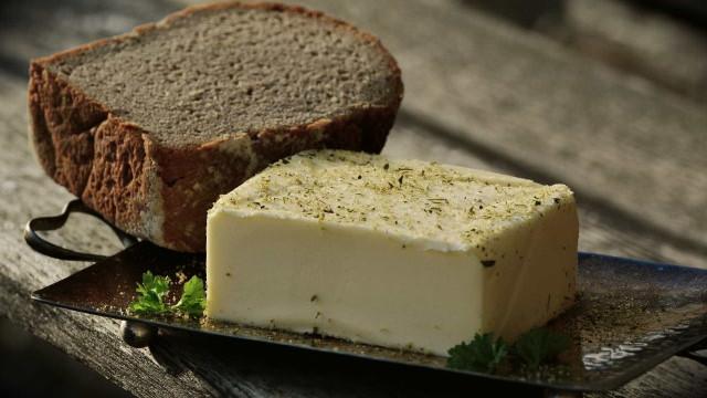 Faça manteiga caseira com apenas 2 ingredientes e em 5 minutos