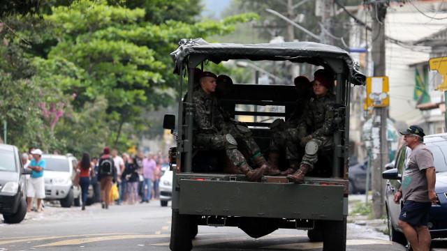 Cinco mil homens das Forças Armadas e polícias fazem operação no Rio