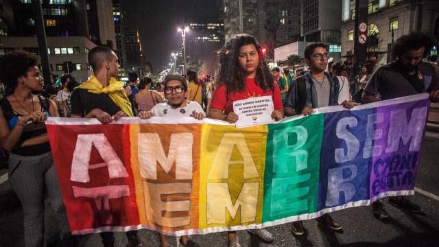 Rio e São Paulo têm protestos contra decisão que permite 'cura gay'