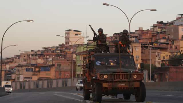 Entidades de direitos humanos e polícia discutem ações na Maré
