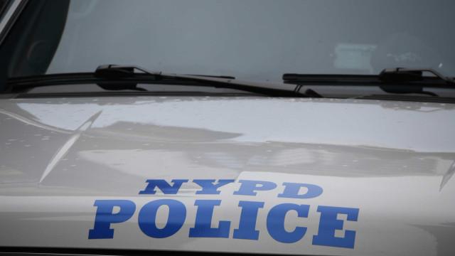 EUA: ex-policial morre de Covid-19 na rua após fugir de hospital