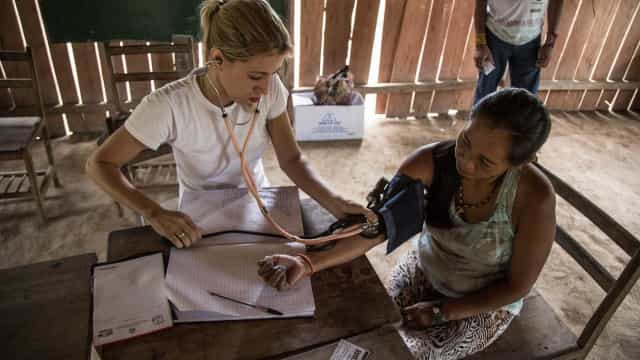 Autoridades de Cuba anunciam retorno de médicos antes do fim do ano
