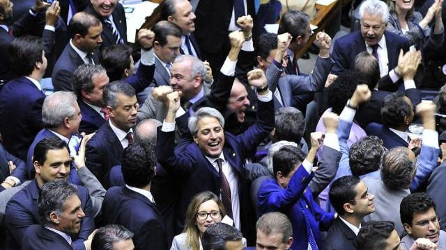 PMDB, PT e PSDB vão embolsar quase 40% do fundo eleitoral