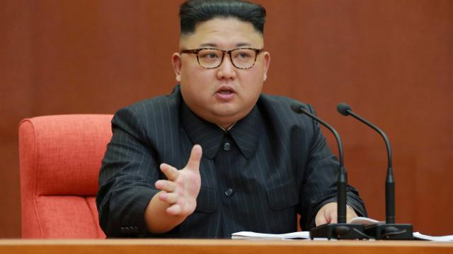 Kim Jong-un promove irmã e vê programa nuclear como 'espada querida'